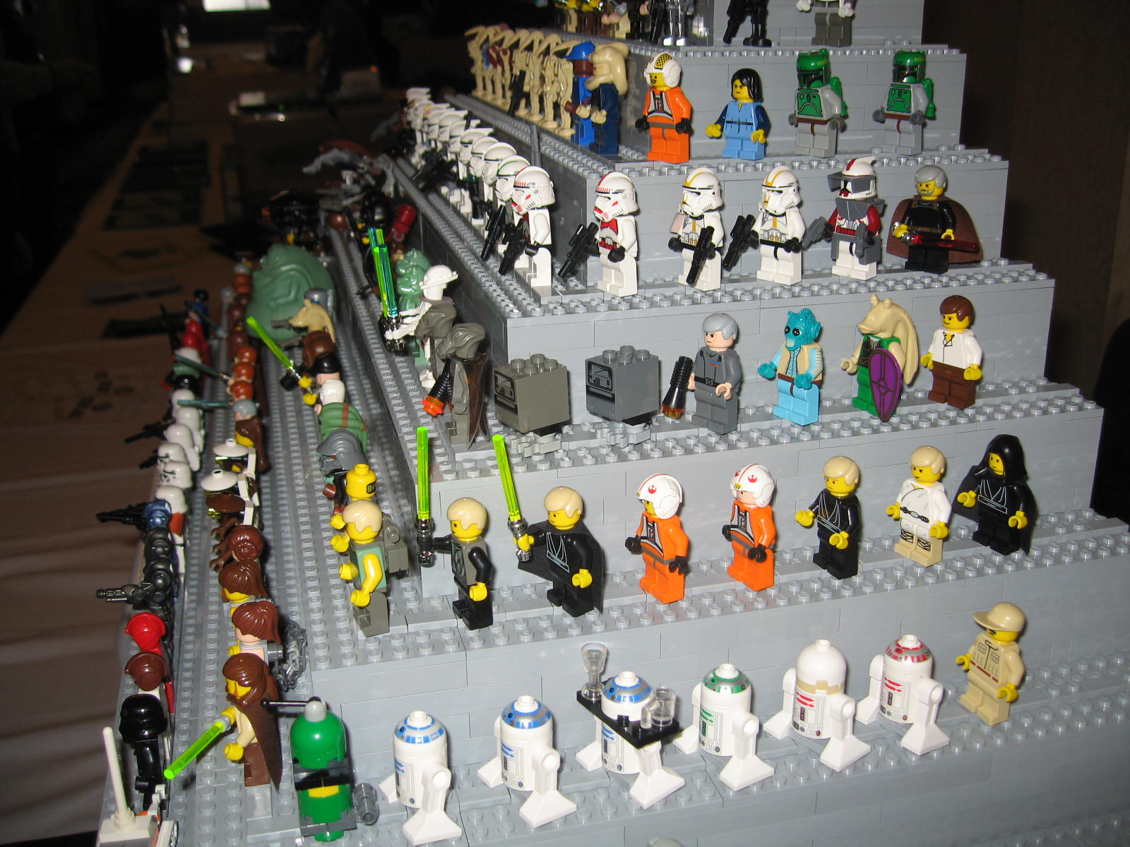 Re star wars minifigures on display