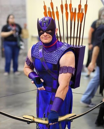 https://actionfigurecanada.files.wordpress.com/2012/05/avengers-hawkeye-cosplay.jpg