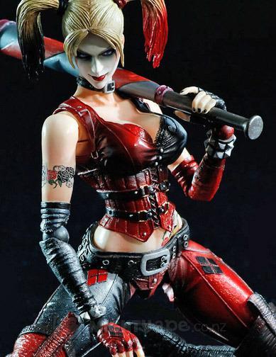 Harley Quinn Play Arts Kai