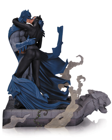 Batman & Catwoman Kiss Hush Statue