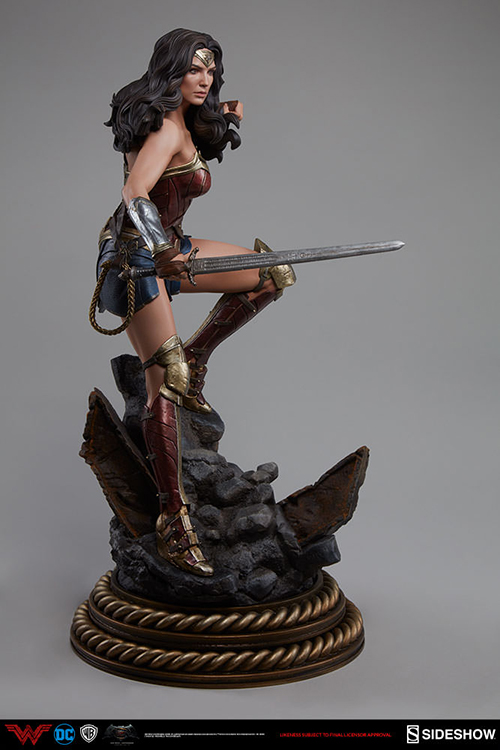 batman-v-superman-dawn-of-justice-20-inch-statue-figure-premium-format-wonder-woman-sideshow-300400-pre-order-ships-jan-2018-2.gif.jpg